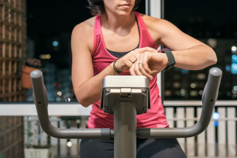 How to find best fitness tracker for cycling by comparative shopping